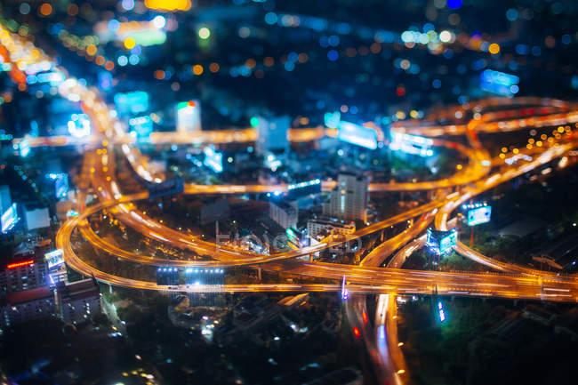 Таїланд, пташиного польоту трафіку в Бангкок вночі — стокове фото