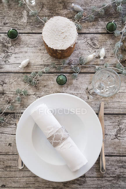 Place setting on laid table with Christmas decoration — Stock Photo
