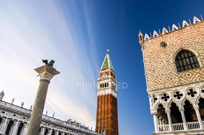 Італія, Венето, Венеція, St позначки Campanile нижній подання — стокове фото