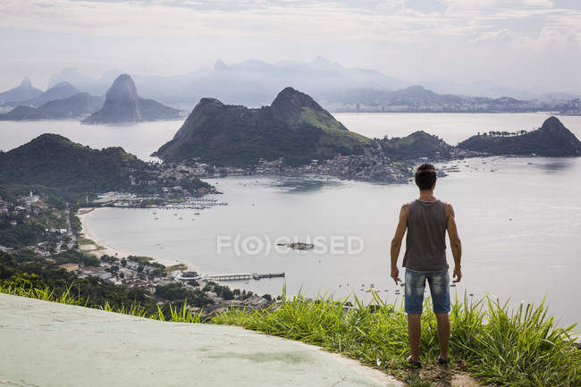 Brazil, Rio de Janeiro, tourist standing at view point — Stock Photo