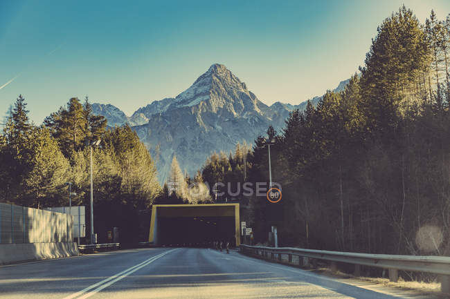 Germany, Bavaria, Tunnel and speed limit sign in front of Zugspitze mountain — Stock Photo