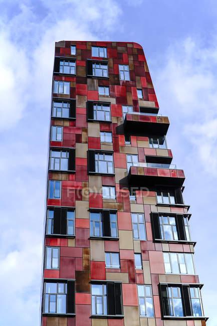 Alemania, Hamburgo, moderno edificio de gran altura en el Hafencity - foto de stock
