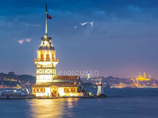Turkey, Istanbul, illuminated Maidens Tower — Stock Photo