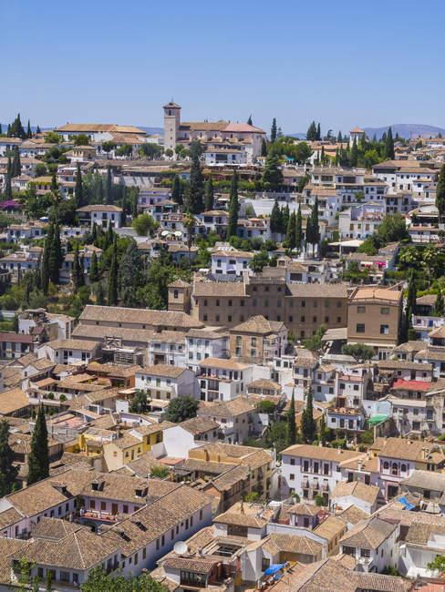 Vista desde el Palacio de la Alhambra hasta Albayzin, Granada, Andalucía, España - foto de stock