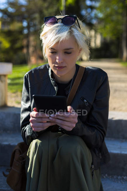 Woman reading e-book — Stock Photo