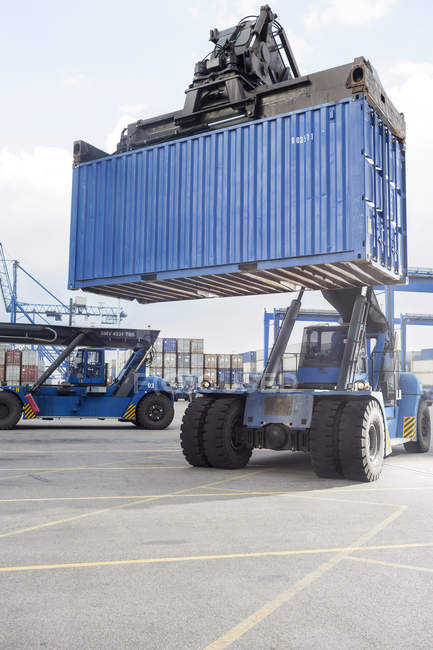 Reach stacker lifting container — Stock Photo
