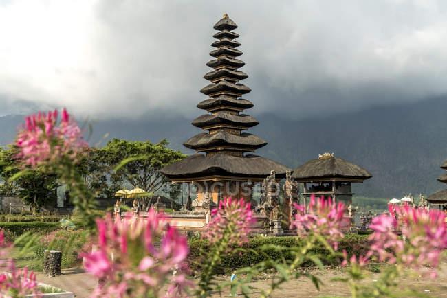 Індонезія, Балі, Бедуґул, вид на Пура Ульун дану Братун в денний час — стокове фото