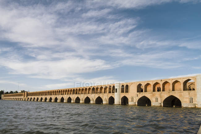 Iran, Isfahan, view to arch bridge Siosepol with Zayandeh River in the foreground — Stock Photo