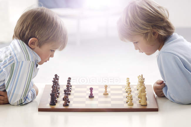 Two little boys playing chess — Stock Photo
