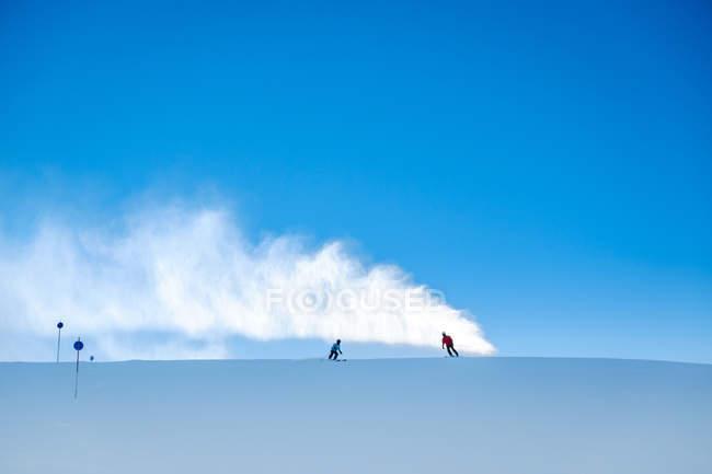 Áustria, Salzburgo, Ski Amade, Maria Alm, esquiadores na pista de esqui — Fotografia de Stock