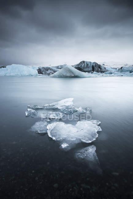Islândia, Parque Nacional Vatnajoekull, Jokulsarlon, geleira e iceberg — Fotografia de Stock