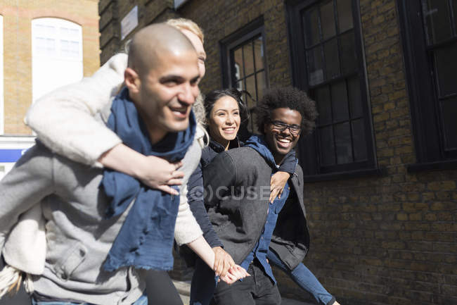 Happy friends having fun on urban street — Stock Photo