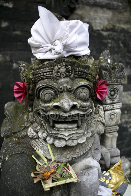 Indonesia, Bali, Ubud, stone carving on building at Neka Art Musuem — Stock Photo
