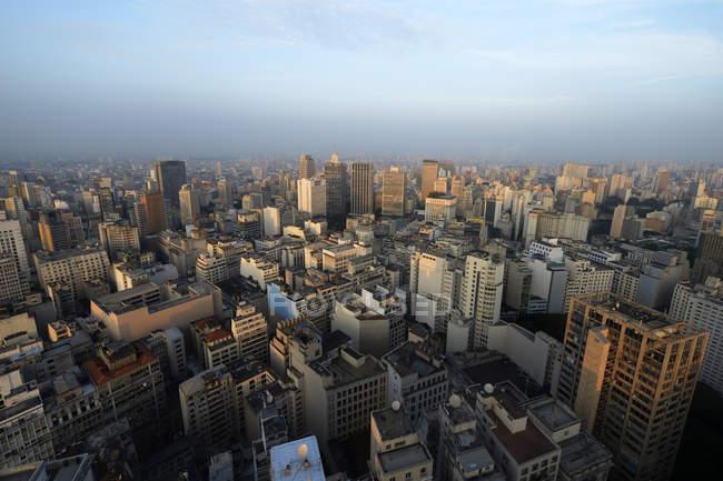 Brasil, Sao Paulo, Distrito de la ciudad, República, vista de la ciudad durante el día - foto de stock