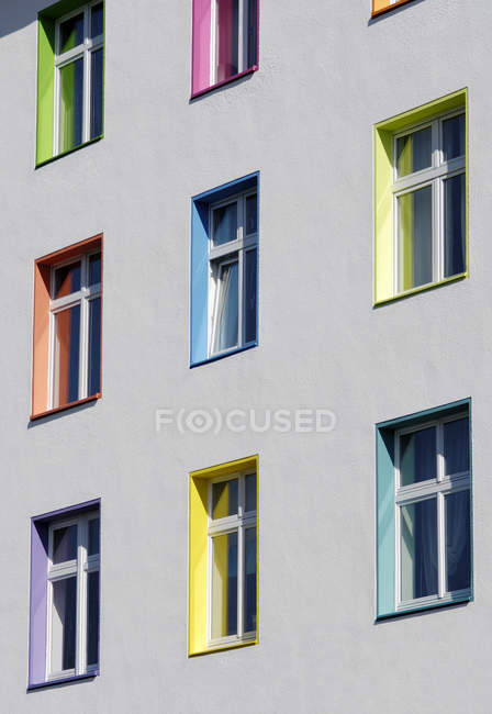 View of house facade with differnt coloured scuncheons, Duesseldorf, Germany — Stock Photo