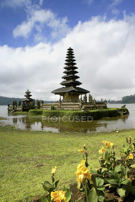 Pura Ulun Danu Temple, Lake Bratan, Bali, Indonesia — Stock Photo