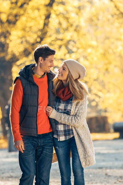 Couple strolling in autumnal forest — Stock Photo