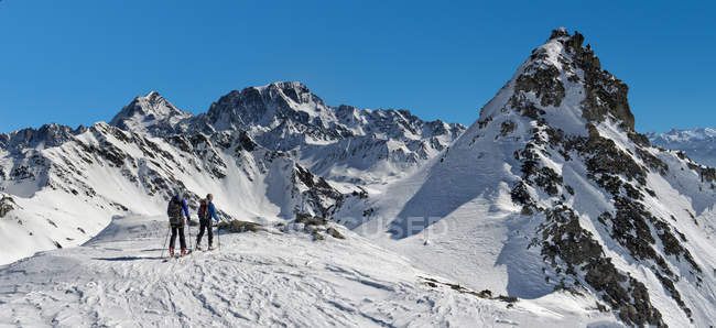 Италия, Fourchon Grand St Bernard пройти, Мон, альпинизм в снегу покрыты горы — стоковое фото