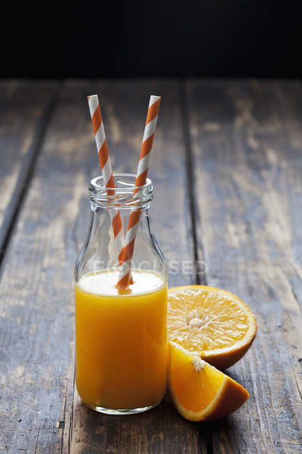 Garrafa de suco de laranja — Fotografia de Stock