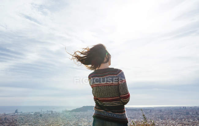 Spain, Barcelona, back view of woman looking at view from Turo de la Rovira — Stock Photo