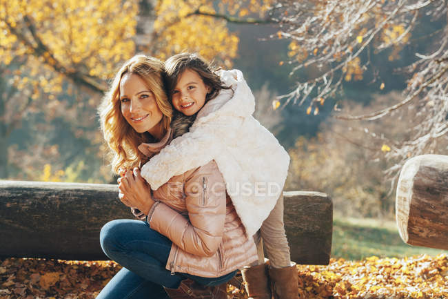 Portrait of mother and her little daughter in autumn — Stock Photo