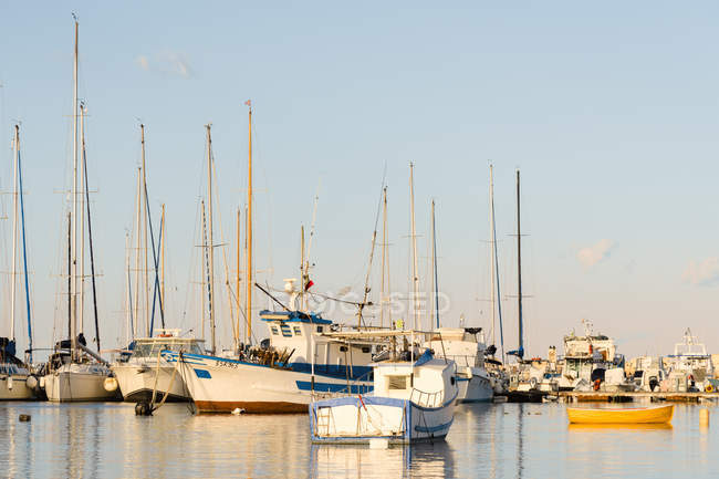 Italy, Sicily, Pachino, boats at harbour — Stock Photo