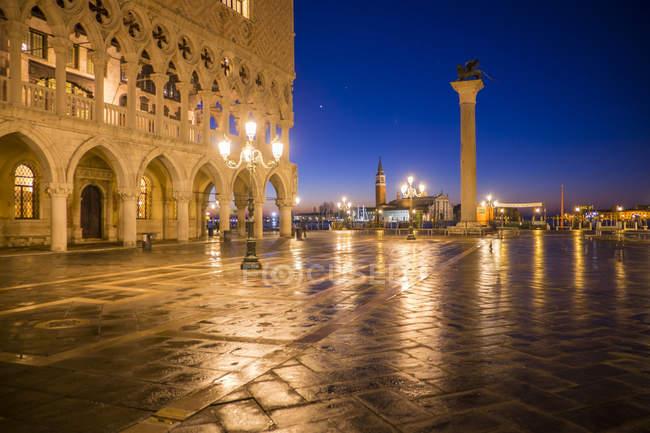 Italy, Venice, view to St Mark's Square illuminated at night — Stock Photo