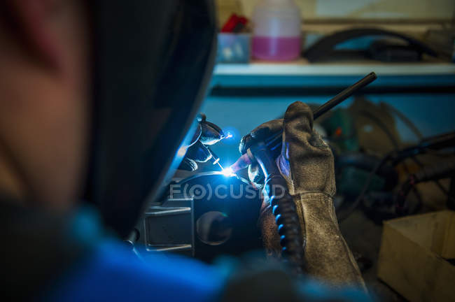 Welder working with protective mask — Stock Photo