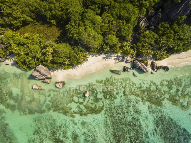 Seychelles, Isola di La Digue, Anse Source D'Argent, Veduta aerea della spiaggia — Foto stock
