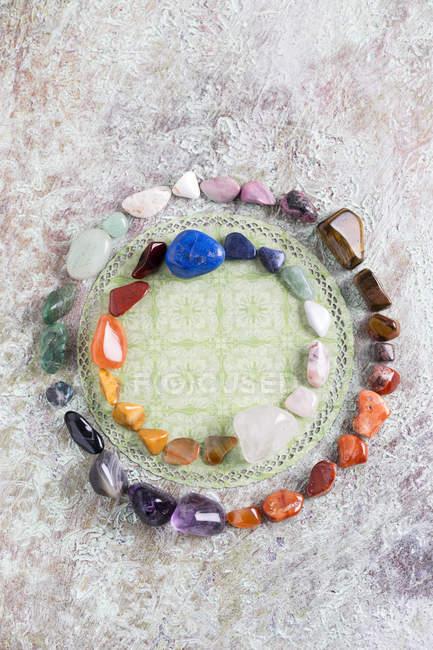 Pietre semipreziose costruzione cerchio di colore — Foto stock