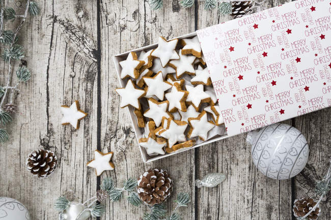 Cinnamon stars in box and christmas decoration — Stock Photo