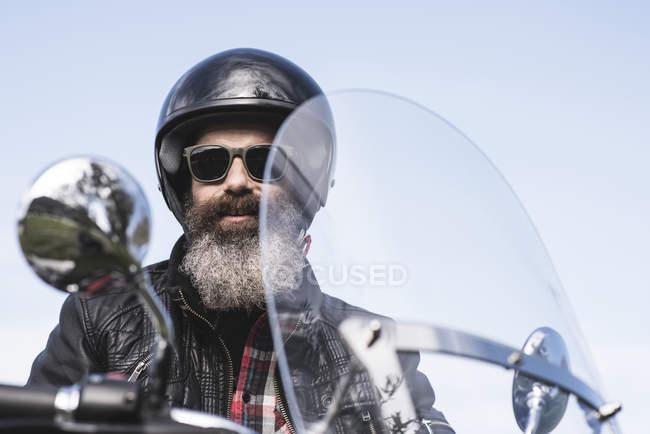 Biker sitting on motorcycle — Stock Photo