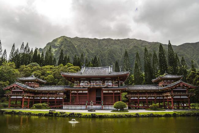 Stati Uniti d'America, Hawaii, Oahu, tempiale buddista alla Valle dei templi il Memorial Park — Foto stock