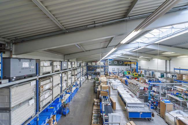 Пустой промышленный зал — стоковое фото