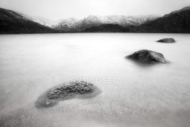 Іспанія, провінція Самора Lago de Sanabria, природний парк, заморожені озера — стокове фото
