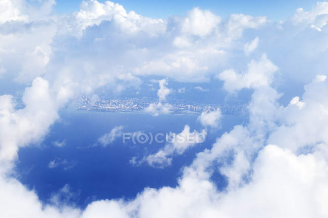 Stati Uniti, Hawaii, Honolulu, Vista attraverso le nuvole, vista aerea — Foto stock