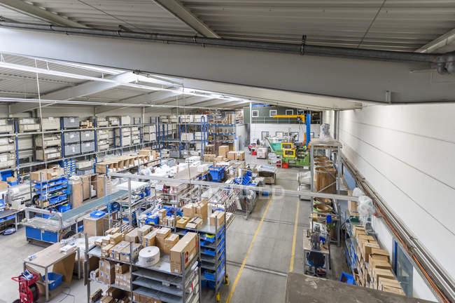 Промислові зал зі збережених пакунки — стокове фото