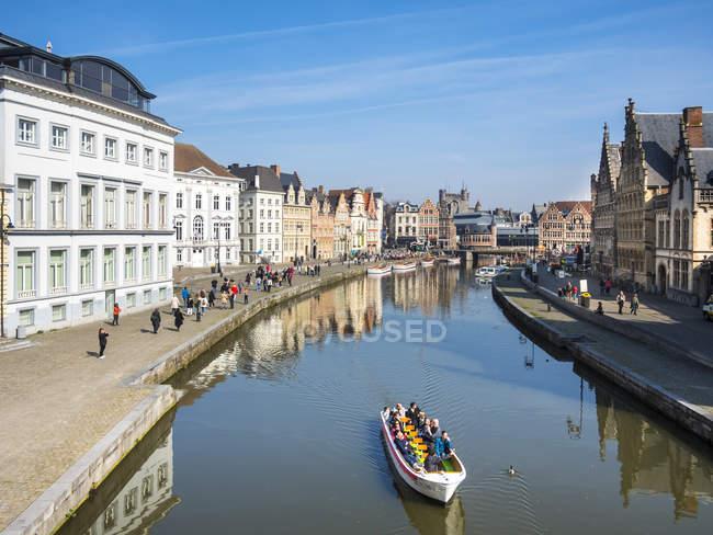 Belgium, East Flanders, Ghent, Old town, Graslei and Korenlei, Tourboat on Leie river — Stock Photo