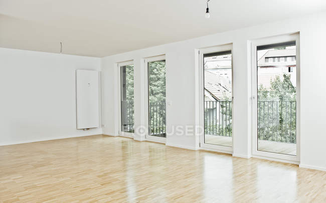 Empty room with big windows — Stock Photo