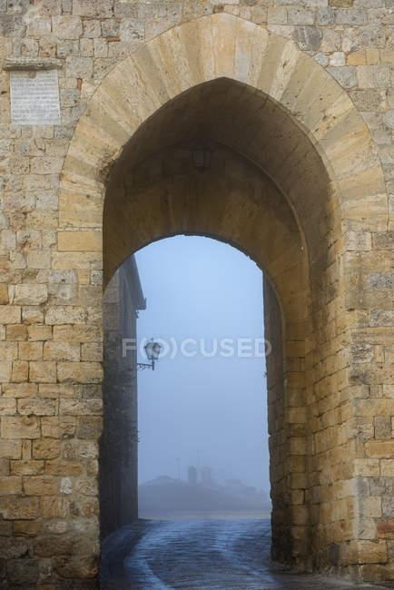 Itália, Toscana, Montereggioni, Porta Franca portão da cidade — Fotografia de Stock