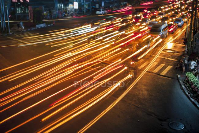 Thailandia, veduta aerea del traffico a Bangkok di notte — Foto stock