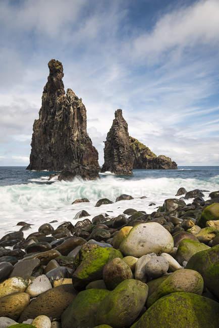 Portugal, Madeira, rock formations near Ribeira da Janela — Fotografia de Stock