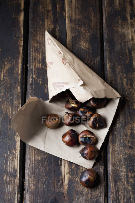 Paper bag with roasted chestnuts — Stock Photo