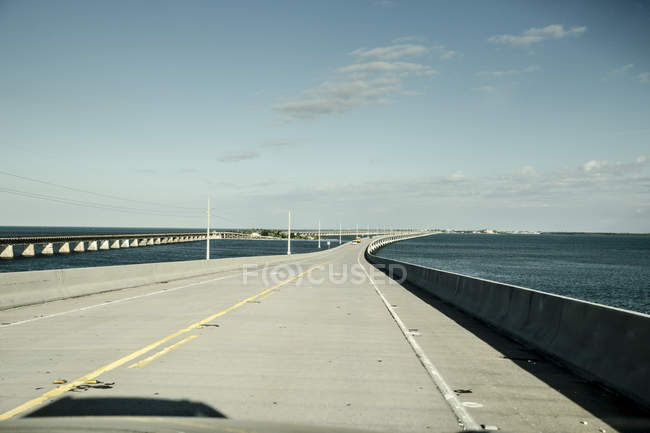 США, Флорида, Флорида Кейс, мост Севен Мил в дневное время — стоковое фото