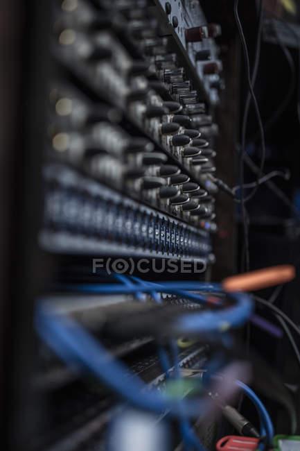 Nahaufnahme des Mischpults im Tonstudio — Stockfoto