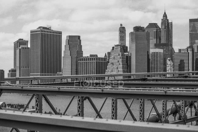 Estados Unidos, Nueva York, vista desde Brooklyn Bridge a Manhattan - foto de stock