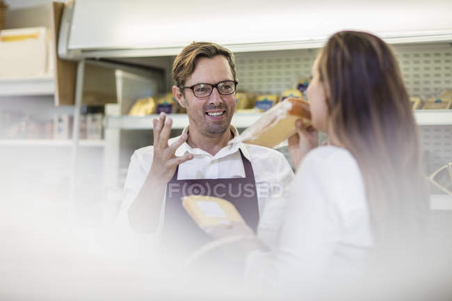 Portrait of grocer serving customer in a farm shop — Stock Photo