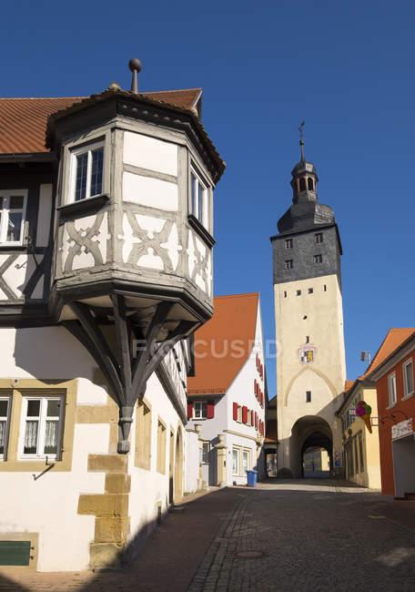 Alemania, Uffenheim, vista a Scherenhof y Wuerzburger Tor - foto de stock
