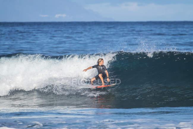 Teenage boy surfing on waves in sea — Stock Photo