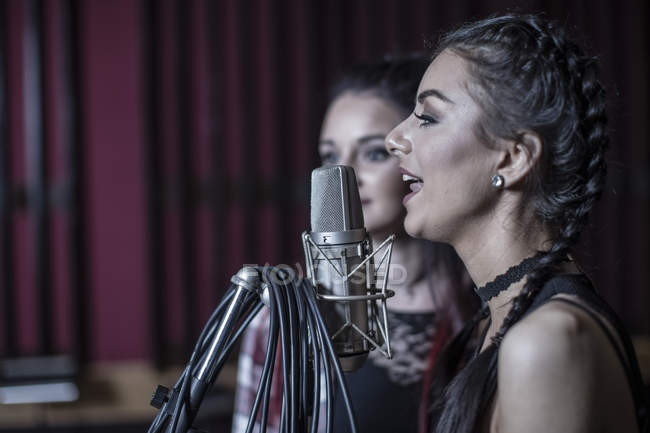 Two singers singing at recording studio — Stock Photo